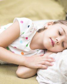 lille pige der sover
