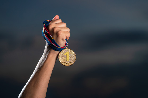 guldmedalje med logo