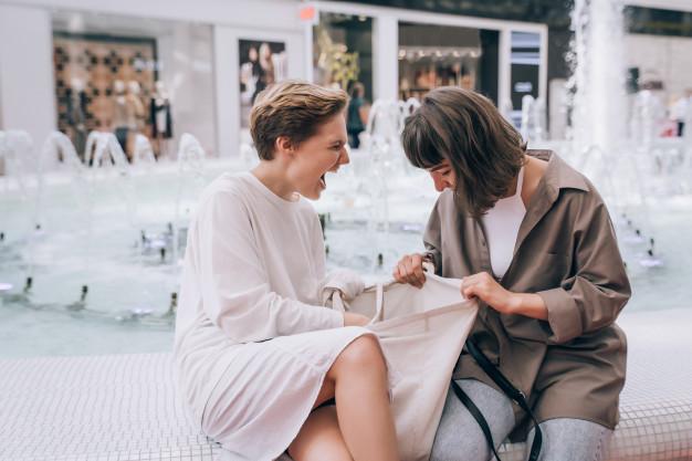kvinder der shopper